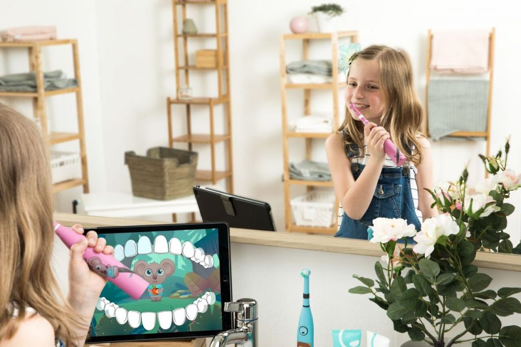 Promote healthy brushing habits with the happybrush Smart Kids Toothbrush